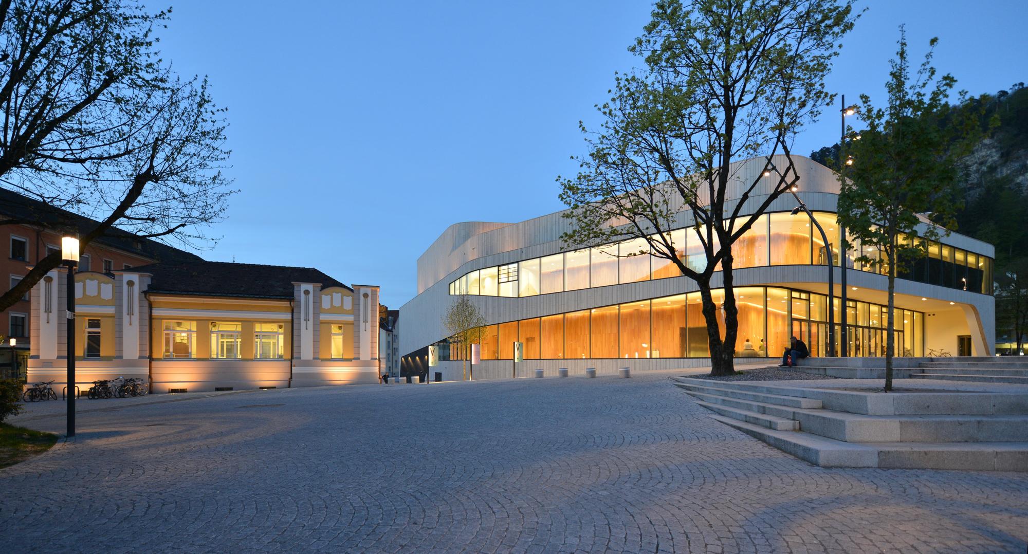 Montforthaus,_20h41.JPG